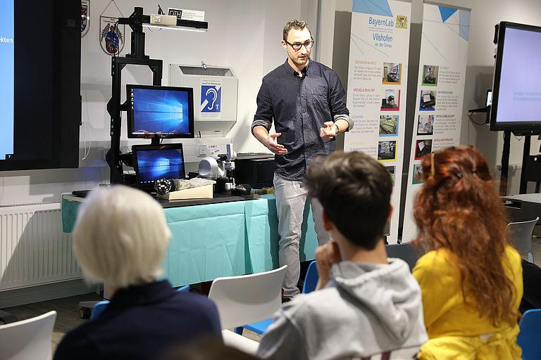 Vorstellung des Simulators für angehende Handchirurgen