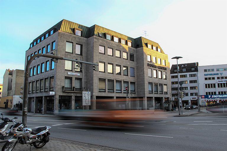 Das Donau-Center an einem Verkehrsknotenpunkt der Passauer Innenstadt