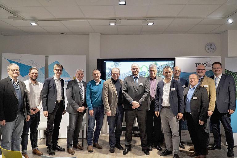 Bürgermeister und Forschende gemeinsam mit dem stellvertretenden Landrat des Landkreises Passau