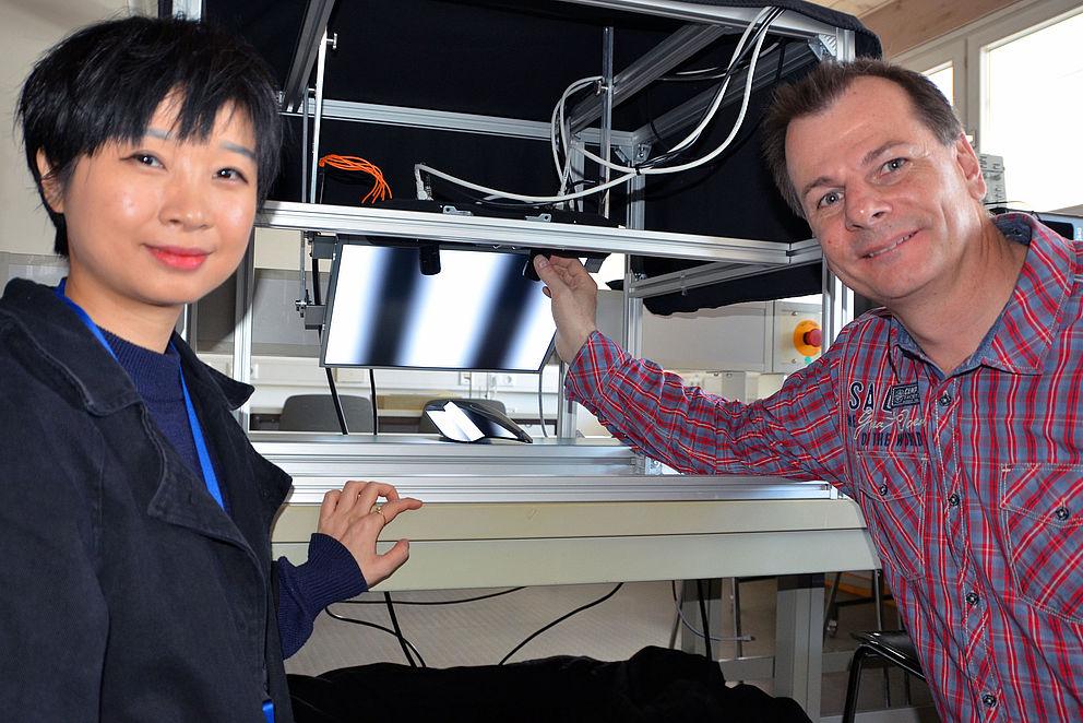 Prof. Dr. Christian Faber und Hanning Liang von der Hochschule Landshut stellen ihr Forschungsprojekt vor
