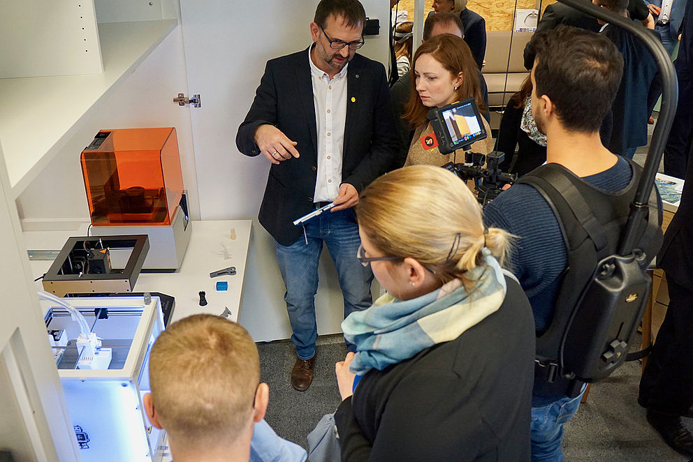 Besucher*innen im Innovationslab